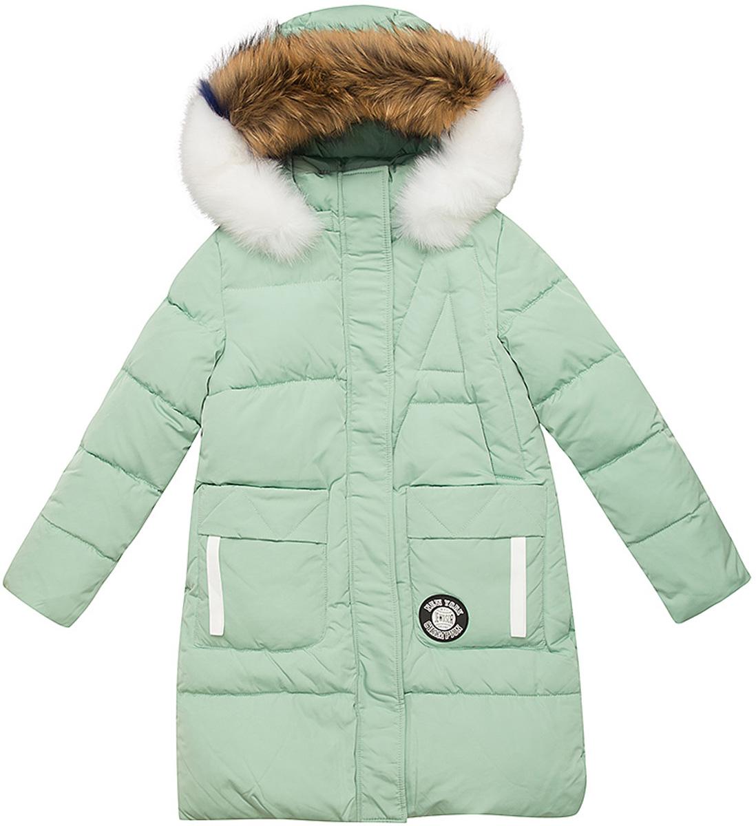 Куртка для девочки Vitacci, цвет: зеленый. 2171456-06. Размер 1302171456-06Куртка для девочки удлиненная. Капюшон съемный, отделка из натурального разноцветного меха. Подкладка дополнительно утеплена флисом по спинке. Наполнитель БИО ПУХ. Температурный режим от -10°С до -25°С
