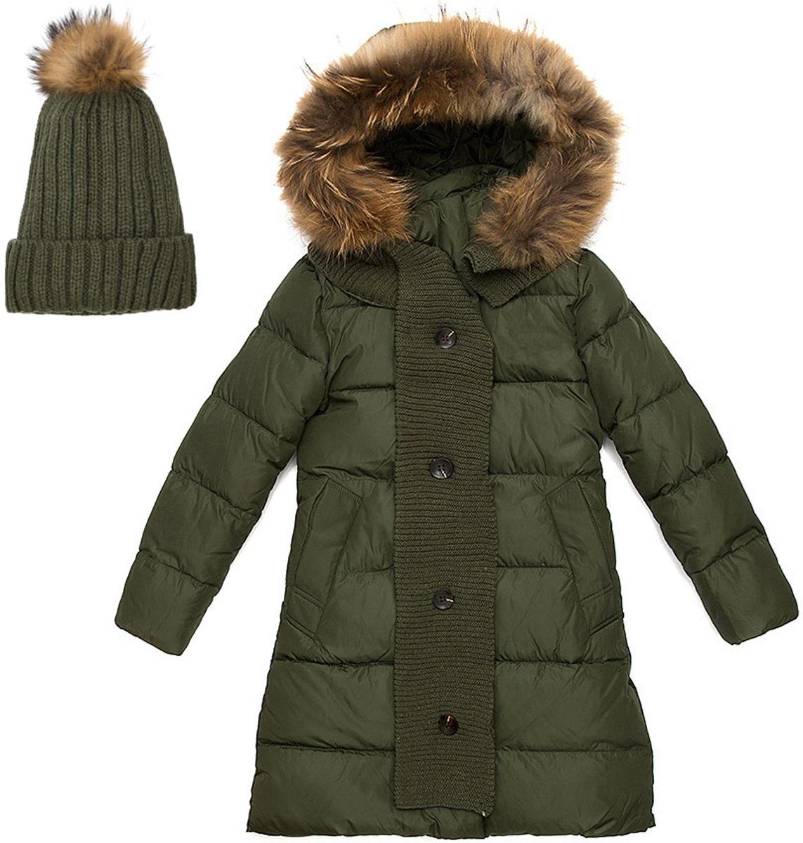 Комплект верхней одежды для девочки Vitacci: куртка, шапка, шарф, цвет: хаки. 2171458-22. Размер 1302171458-22Теплый комплект для девочки Vitacci идеально подойдет для ребенка в холодное время года. Комплект состоит из куртки, шапки и шарфа.Удлиненная куртка, изготовленная из полиэстера, станет стильнымдополнением к детскому гардеробу.Подкладка выполнена из полиэстера и дополнительно утеплена флисом по спинке. В качестве наполнителя используется биопух.Модель застегивается на застежку-молнию и имеет съемный капюшон с отделкой из натурального меха. Спереди расположены два кармана.Шапка с отворотом декорирована на макушке помпоном из натурального меха. Входящий в комплект шарф может служить дополнительно декором к куртке. Температурный режим от -10°С до -25°С.Теплая, удобная и практичная куртка идеально подойдет юной моднице для прогулок!