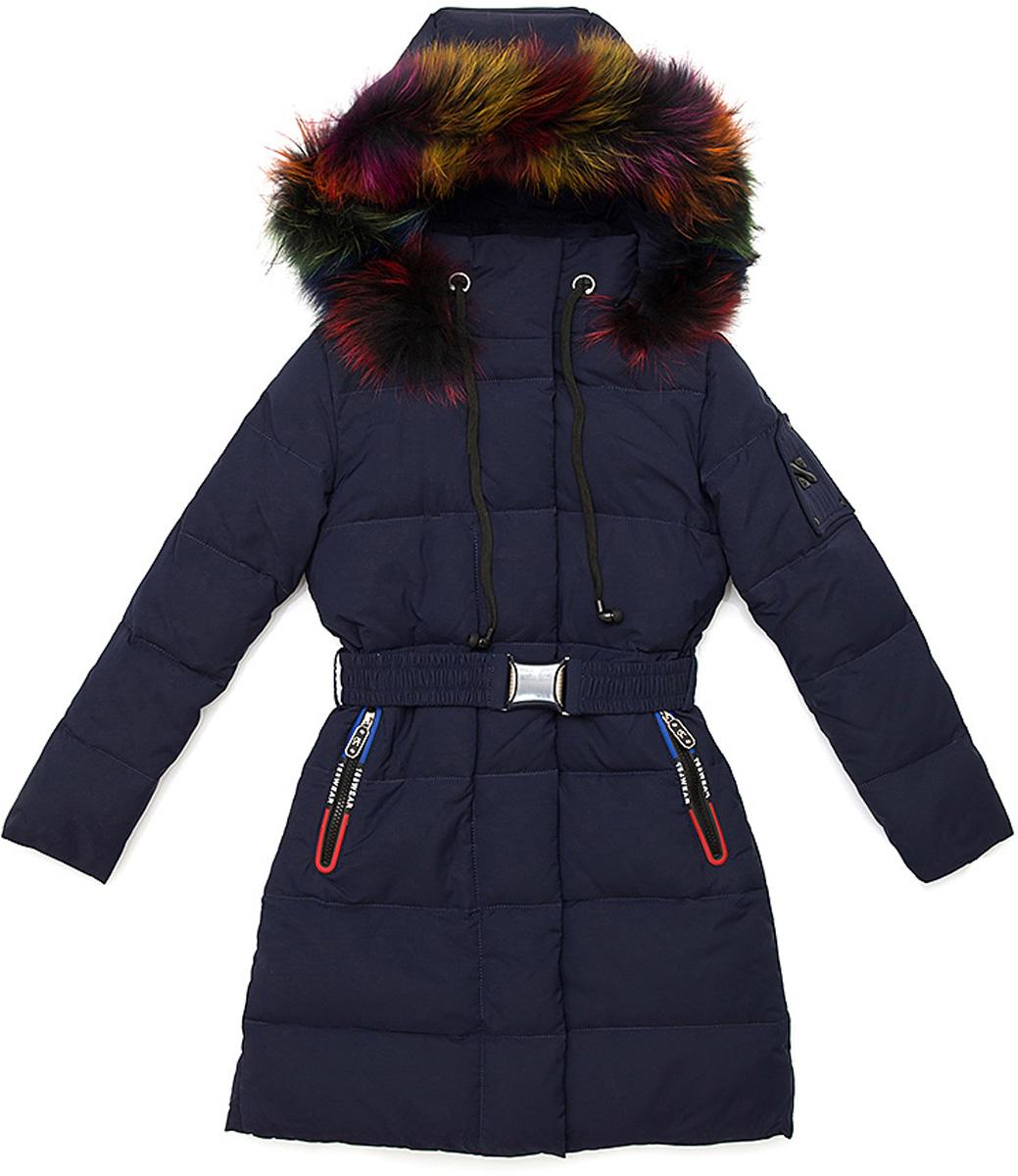 Куртка для девочки Vitacci, цвет: синий. 2171462-04. Размер 1602171462-04Удлиненная куртка-пальто для девочки Vitacci, изготовленная из полиэстера, станет стильнымдополнением к детскому гардеробу.Подкладка выполнена из полиэстера и дополнительно утеплена флисом по спинке. В качестве утеплителя используется биопух.Модель застегивается на пластиковую застежку-молнию. Имеет ветрозащитную планку и съемный капюшон с отделкой из натурального разноцветного меха. Спереди расположены два кармана на молнии. На талии куртка дополнена шлевками для ремня и эластичным пояском на металлической застежке, благодаря которому она плотно прилегает к телу.Температурный режим от -10 до -25 градусов.Теплая, удобная и практичная куртка идеально подойдет юной моднице для прогулок!