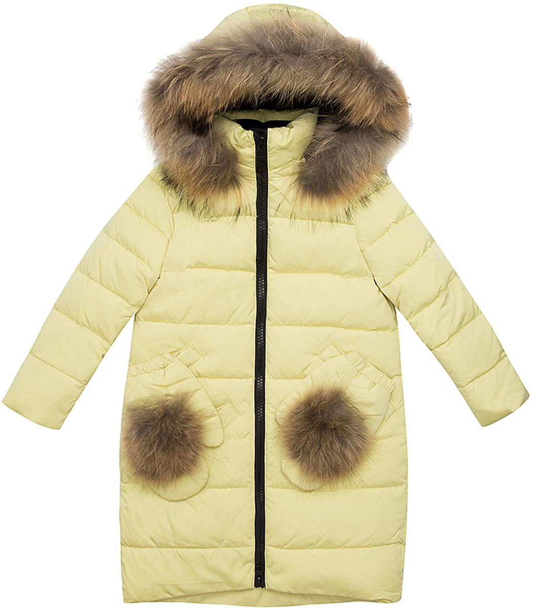 Куртка для девочки Vitacci, цвет: лимонный. 2171475-45. Размер 1282171475-45Удлиненная куртка для девочки Vitacci, изготовленная из полиэстера, станет стильнымдополнением к детскому гардеробу.Подкладка выполнена из полиэстера и дополнительно утеплена флисом по спинке. В качестве утеплителя используется биопух.Модель застегивается на застежку-молнию и имеет съемный капюшон с отделкой из натурального меха. Спереди расположены два кармана, украшенные съемными варежками с меховым помпоном.Температурный режим от -10°С до -25°С.Теплая, удобная и практичная куртка идеально подойдет юной моднице для прогулок!