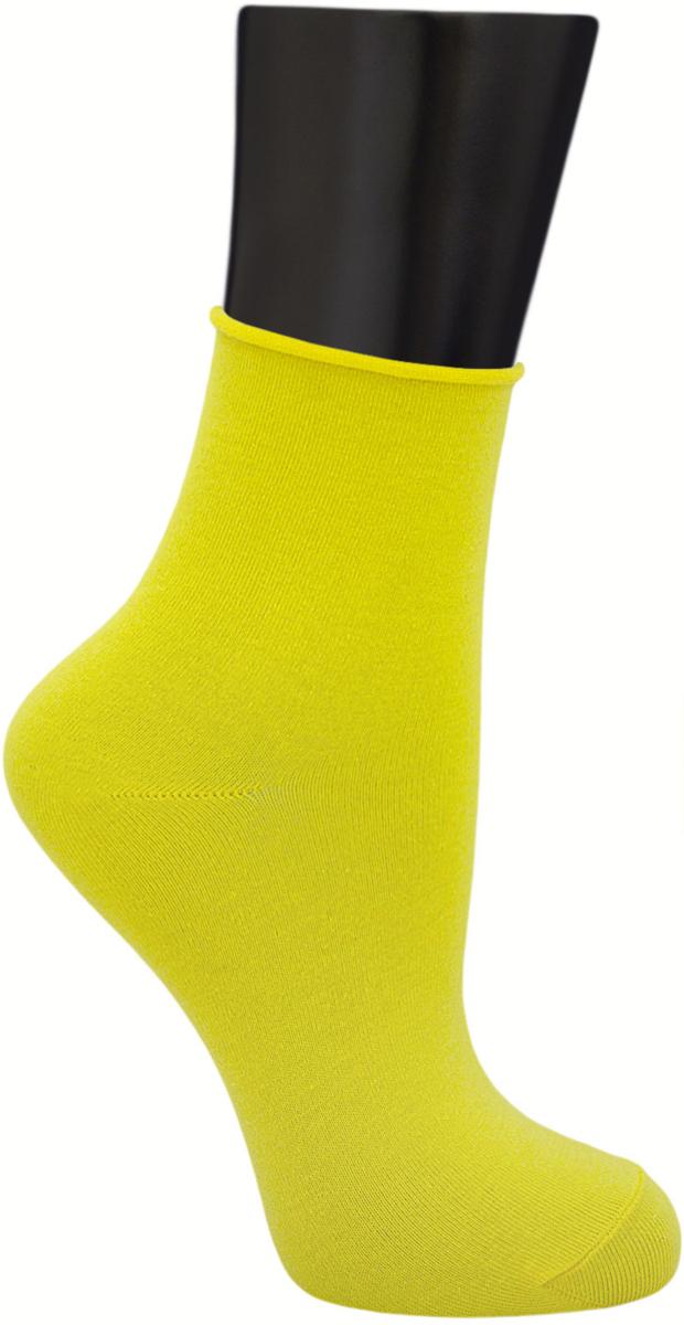 Носки женские Гранд, цвет: желтый, 2 пары. SCL122. Размер 23/25SCL122Женские носки без резинки по уникальной технологии: - основа материала – высококачественный хлопок; - хорошо держат форму и обладают повышенной воздухопроницаемостью; - мягкие, удобные, эластичные; - ослабленная резинки способствует снятию синдрома тяжести в ногах. Рекомендуются людям, страдающих заболеваниями ног и ведущим малоподвижный образ жизни.В комплекте две пары носок.