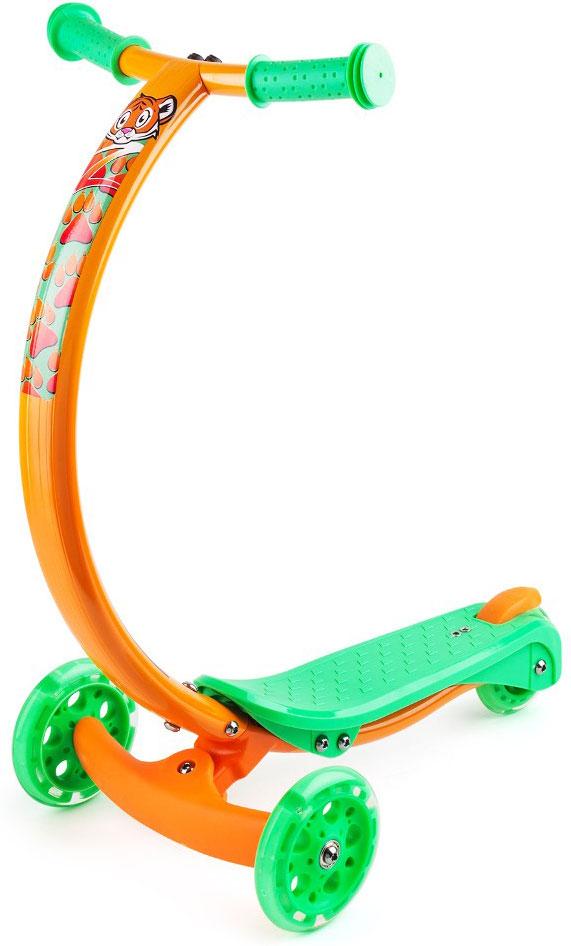 Самокат Zycom Zipster, со светящимися колесами, цвет: оранжевый, зеленый1149172Самокат Zycom Zipster очень компактен - высота ручки от пола составляет 61 см (как у большинства моделей категории Мини), при этом она оптимальна для детей различного роста в возрасте от 3 до 5 лет.Максимальная допустимая нагрузка - 65 кг. Такой надежностью не может похвастаться ни один трехколесный самокат в данной категории.Благодаря тому, что ручка сделана из алюминия специальным образом, то самокат имеет малый вес при высокой надежности конструкции. Производитель предусмотрел эргономичные рукоятки, которые легко и просто обхватить детской рукой, а также компактный и четкий задний тормоз, позволяющий регулировать скорость катания и выполнять пируэты умелым ездокам.Колеса сделаны из долговечного материала PU 85A с особо прочными пластиковыми дисками и подшипником ABEC-5, отвечающим за плавное качение. Колеса самоката дополнены светящими элементами, они будут дополнительным развлечением на прогулке. Во время движения они мигают и переливаются, создавая ощущения праздника или движущегося космического корабля. Заднее колесо оснащено ножным тормозом.