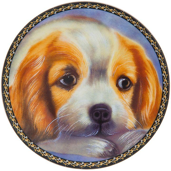 Тарелка декоративная Elan Gallery Рыжий пес, 10 x 10 x 2 см. 504180504180Декоративная тарелка Рыжий пес с символом наступающего 2018 года выполнена из фарфора. Символ 2018 года по восточному (китайскому) календарю - Желтая Земляная Собака, которая весь год будет на страже вашего благополучия. Тарелка станет не только замечательным украшением в традиционном стиле, но и памятным подарком на любой праздник!