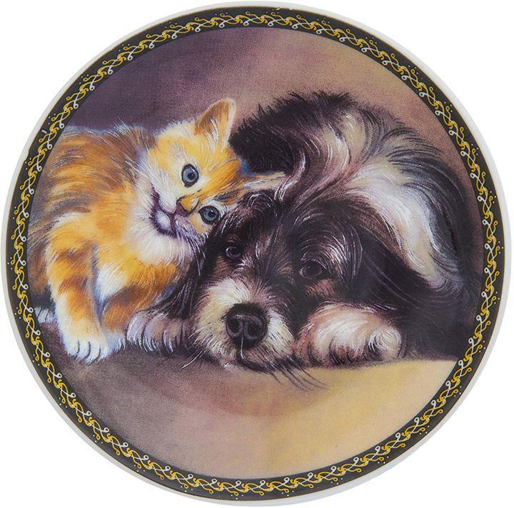 Тарелка декоративная Elan Gallery Щенок с котенком, 10 x 10 x 2 см. 504181504181Декоративная тарелка Щенок с котенком с символом наступающего 2018 года выполнена из фарфора. Символ 2018 года по восточному (китайскому) календарю - Желтая Земляная Собака, которая весь год будет на страже вашего благополучия. Тарелка станет не только замечательным украшением в традиционном стиле, но и памятным подарком на любой праздник!