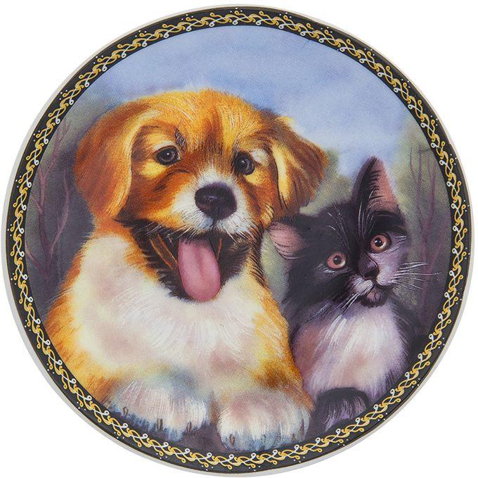 Тарелка декоративная Elan Gallery Верные друзья, 10 x 10 x 2 см. 504182504182Декоративная тарелка Верные друзья с символом наступающего 2018 года выполнена из фарфора. Символ 2018 года по восточному (китайскому) календарю - Желтая Земляная Собака, которая весь год будет на страже вашего благополучия. Тарелка станет не только замечательным украшением в традиционном стиле, но и памятным подарком на любой праздник!