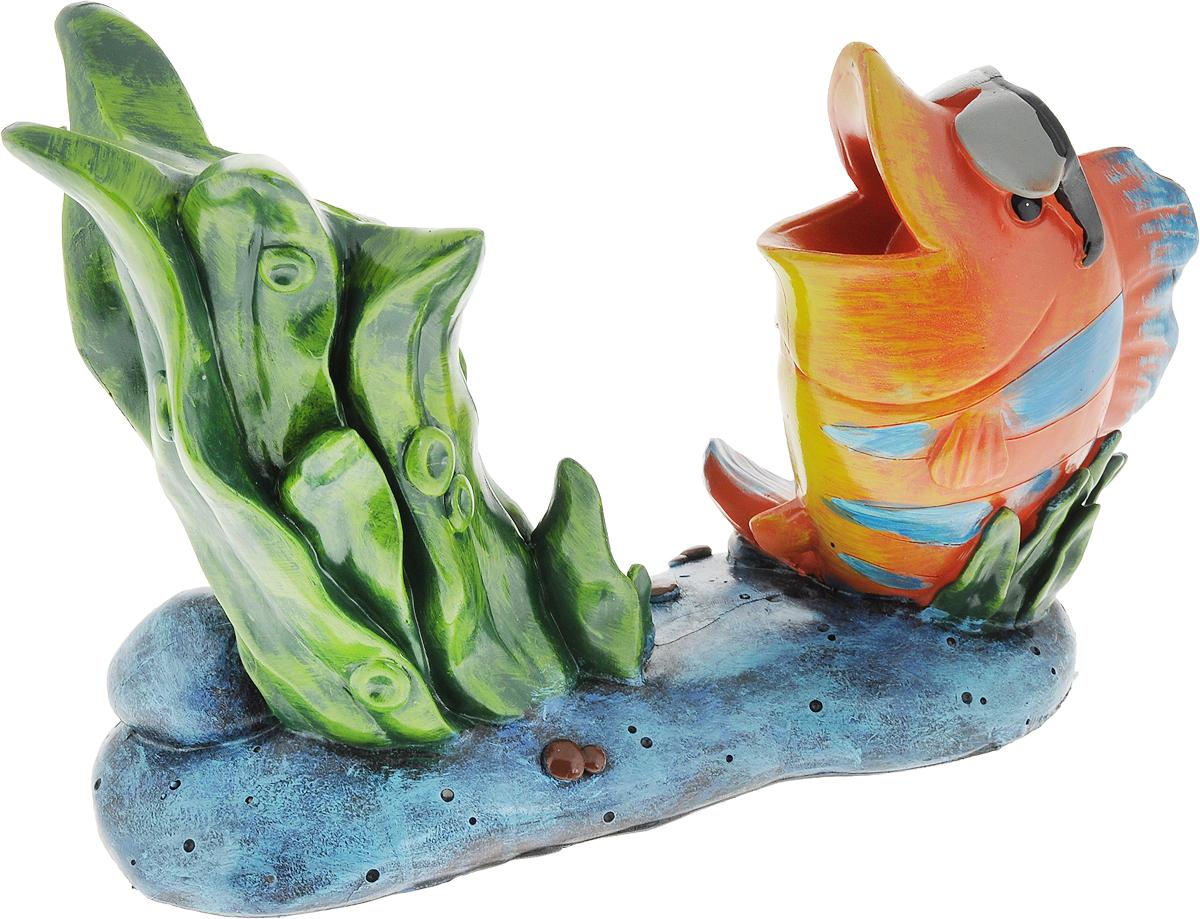 """Подставка для вина Drivemotion """"Крутая рыба"""", изготовленная из высококачественного полистоуна, порадует вас и ваших гостей своим великолепным дизайном и яркими красками. Подставка выполнена в виде композиции из рыбы и водорослей на морском дне. Бутылка вставляется горлышком в раскрытый рот рыбы.   Поместите винную бутылку в эту красивую подставку, и гости не только надолго запомнят ваше мероприятие, но и будут рассказывать о нем другим.  Эта замечательная подставка может стать великолепным штрихом к вашему празднику.  Диаметр отверстия для горлышка бутылки: 3,5 см."""