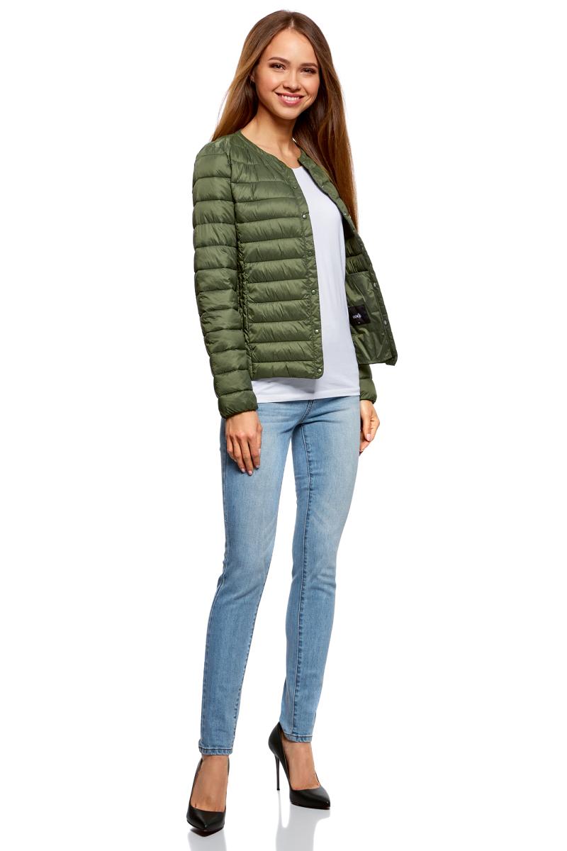 Куртка женская oodji Ultra, цвет: зеленый. 10204040B/45638/6800N. Размер 40-170 (46-170)10204040B/45638/6800NЖенская куртка oodji c длинными рукавами выполнена из прочного полиамида. Модель застегивается на застежку-молнию и кнопки.