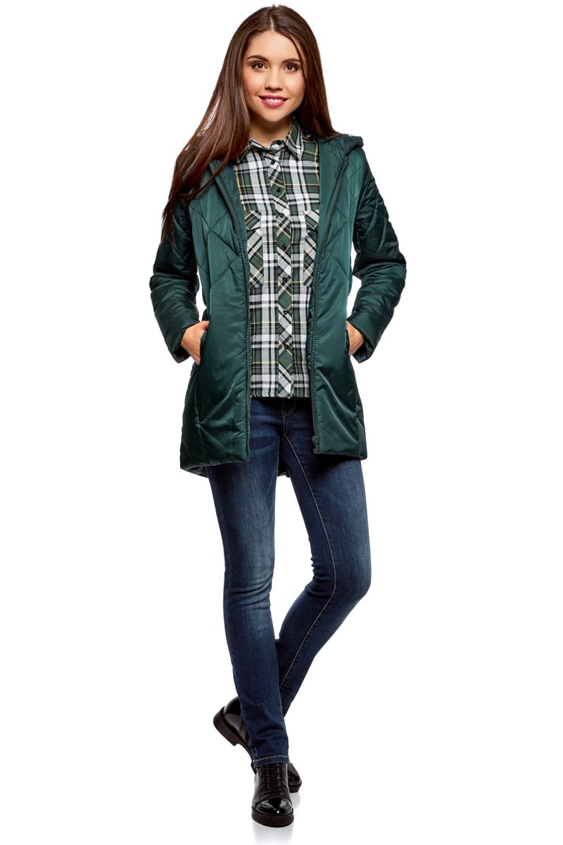 Куртка женская oodji Ultra, цвет: темно-зеленый. 10210001/45679/6900N. Размер 34-170 (40-170)10210001/45679/6900NДлинная утепленная куртка от oodji с капюшоном. Модель прямого покроя простегана от плеч до талии красивым узором. Застежка на молнию. По бокам – внутренние карманы.Удлиненная куртка с капюшоном подходит для любой фигуры и вытягивает силуэт. Она надежно защитит вас от любой непогоды и ветра.Сдержанная куртка сочетается с любой повседневной одеждой: джинсами, брюками, юбками и платьями. Куртку можно дополнить броским вязаным шарфом и шапкой. С ней будут отлично сочетаться сапоги и теплые ботинки на шнуровке.Утепленная куртка прекрасно подойдет для ненастной холодной погоды. В ней вам будет комфортно, и вы всегда будете выглядеть стильно.