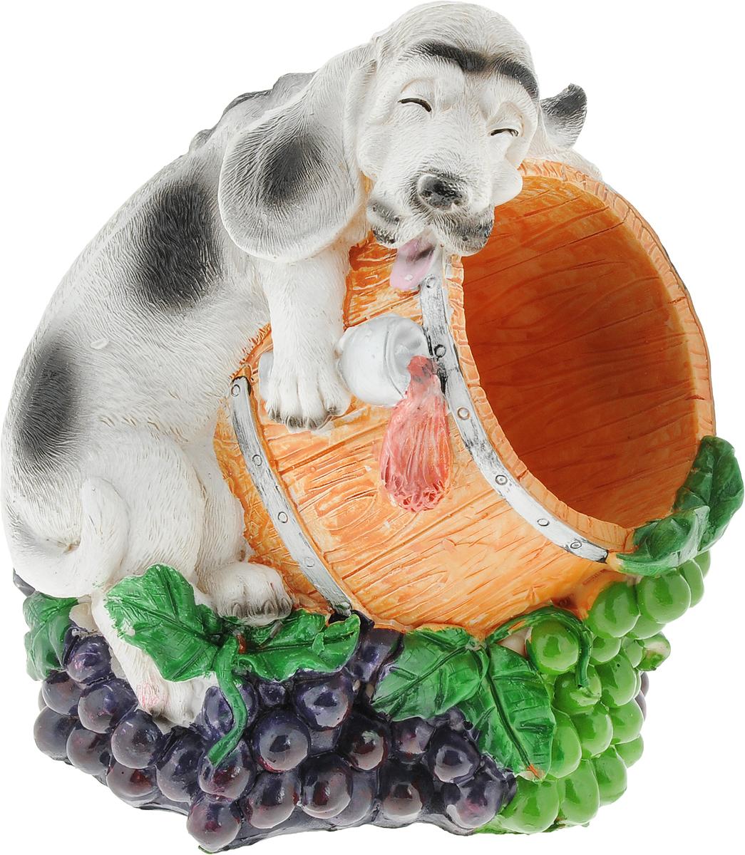 Подставка для вина Drivemotion Пьяный серый пес, 18 х 16 х 15 смwh_23Подставка для вина Drivemotion Пьяный серый пес, выполненная из высококачественного полистоуна, порадует вас и ваших гостей своим великолепным дизайном и яркими красками. Поместите винную бутылку на эту красивую подставку, и гости не только надолго запомнят ваше мероприятие, но и будут рассказывать о нем другим. Эта замечательная подставка может стать великолепным штрихом к вашему празднику.