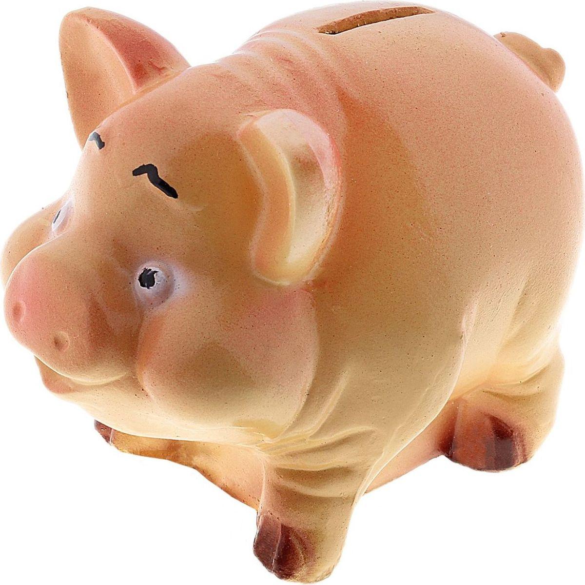 Копилка Хрюша Вася, 9 х 10 х 7 см447370Копилка-свинка символизирует растущее богатство. Она помогает сохранить те накопления, которые у вас уже имеются, и будет их постоянно пополнять. Желательно поставить её на видное место и положить рядом жёлудь. Пусть все подкармливают вашу хрюшку любыми монетами и даже бумажными купюрами, ведь это непривередливое животное. Не забывайте время от времени натирать ей пятачок - этот ритуал будет привлекать в дом крупные финансовые поступления.Обращаем ваше внимание, что копилка является одноразовой.