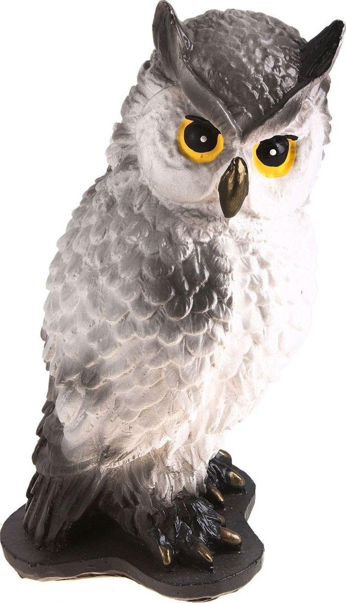 Копилка Нахохлившаяся сова, цвет: белый, серый, 12 х 13 х 22 см697094Многие знают, что сова издавна считается символом мудрости и спокойствия. Если у вас плохо идёт процесс накопления – приобретите такую сову. Она поможет отложить определённую сумму и грамотно ею распорядится. Поставьте копилку-сову в спокойное место, желательно рядом с книгами. Создайте ей максимальный комфорт, и она отплатить вам.Обращаем ваше внимание, что копилка является одноразовой.