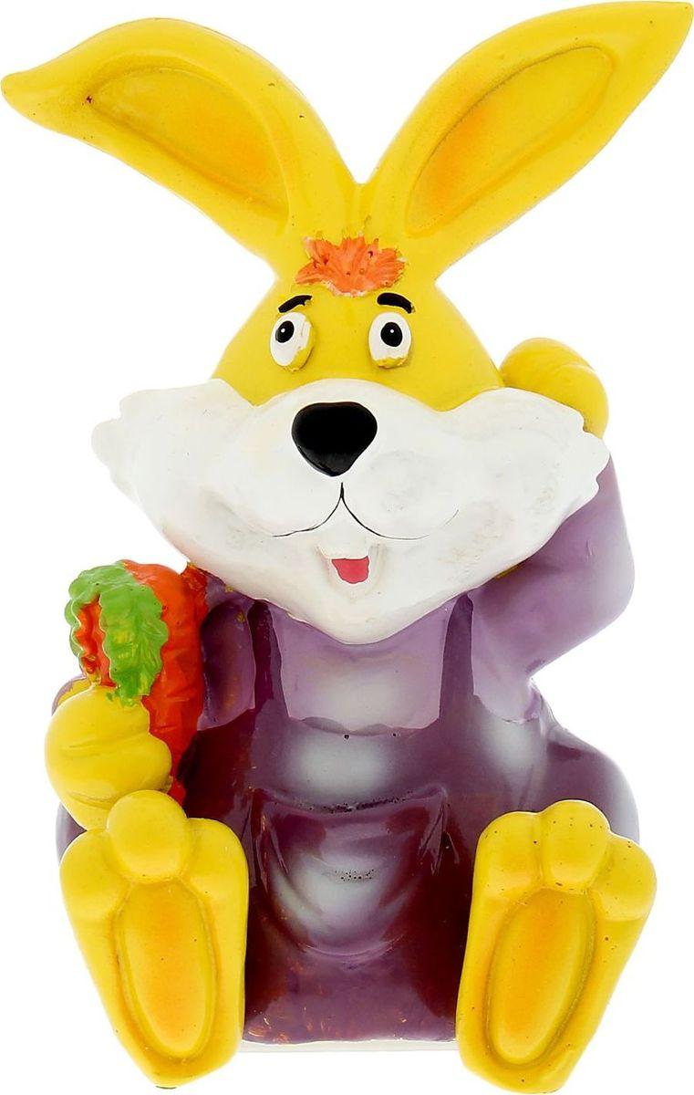 Копилка Кролик с морковкой, 10,5 х 9,5 х 15,5 см889142Копилка — универсальный вариант подарка любому человеку, ведь каждый из нас мечтает о какой-то дорогостоящей вещи и откладывает или собирается откладывать деньги на её приобретение. Вместительная копилка станет прекрасным хранителем сбережений и украшением интерьера. Она выглядит так ярко и эффектно, что проходя мимо, обязательно захочется забросить пару монет.Копилка является многоразовой, что позволит вам воспользоваться накопленными деньгами в любой момент.