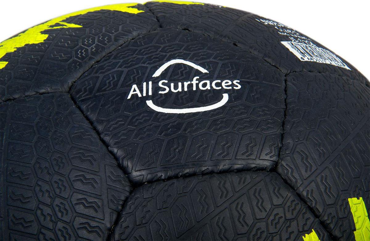 Jogel JS-1100 Urban - это уникальный в своем роде мяч, материал поверхности которого позволяет играть им практически на любых покрытиях! Данный мяч прекрасно подойдет для уличных тренировок, тренировок на мокром покрытии и даже игр на снегу. Панели мяча соединены прочной ручной сшивной и не боятся влаги. Поверхность мяча выполнена по технологии Reflex Play из специальной резины толщиной 1,5 мм, имитирующей протектор автомобильного колеса. Мяч имеет 4 подкладочных слоя на основе полиэстера и оснащен латексной камерой с бутиловым ниппелем, обеспечивающим долгое сохранение воздуха в камере. Уникальной особенностью, характерной для бренда Jogel, является традиционная конструкция мячей из 30 панелей.ВНИМАНИЕ! В целях сохранения технических свойств резины и её внешнего вида, мяч покрывают специальной смазкой, не имеющей запаха и побочных эффектов. Данная смазка стирается при первой же игре.