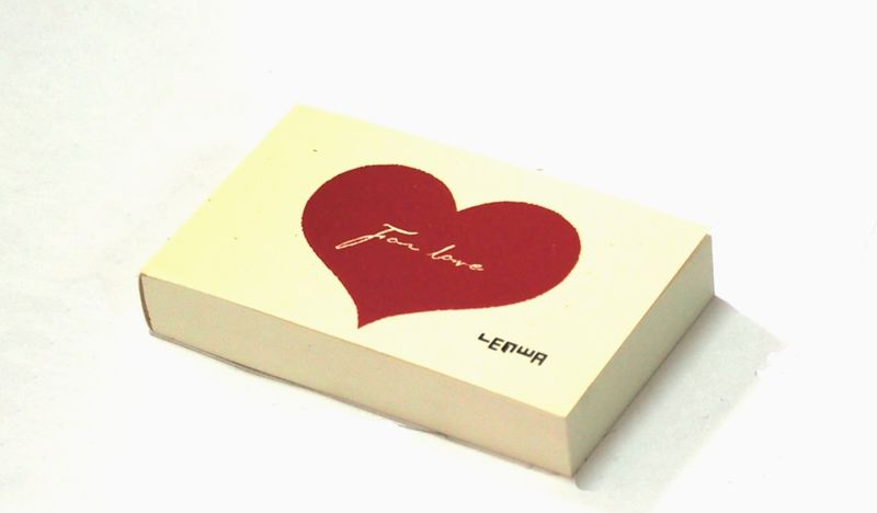 Карамба Блокнот Сердце цвет белый с красным сердцем 112 листовN6s_6917Яркий блокнот Карамба Сердце - незаменимый атрибут современного человека, необходимый для рабочих и повседневных записей в офисе и дома.Блокнот содержит 112 листов. Блокнот станет достойным аксессуаром среди ваших канцелярских принадлежностей. Такой блокнот пригодится как для деловых людей, так и для любителей записывать свои мысли, писать мемуары или делать наброски новых стихотворений.
