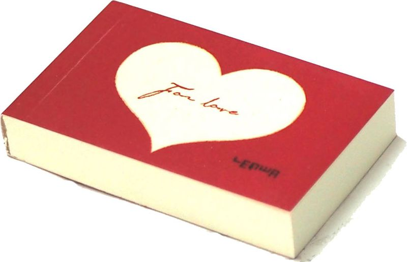 Карамба Блокнот Сердце цвет красный с белым сердцем 112 листов003237Яркий блокнот Карамба Сердце - незаменимый атрибут современного человека, необходимый для рабочих и повседневных записей в офисе и дома.Блокнот содержит 112 листов.Блокнот станет достойным аксессуаром среди ваших канцелярских принадлежностей. Такой блокнот пригодится как для деловых людей, так и для любителей записывать свои мысли, писать мемуары или делать наброски новых стихотворений.