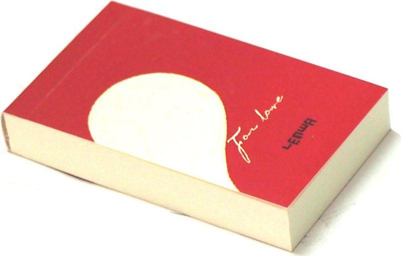 Карамба Блокнот Сердце цвет красный с половинкой белого сердца 112 листов003239Яркий блокнот Карамба Сердце - незаменимый атрибут современного человека, необходимый для рабочих и повседневных записей в офисе и дома.Блокнот содержит 112 листов.Блокнот станет достойным аксессуаром среди ваших канцелярских принадлежностей. Такой блокнот пригодится как для деловых людей, так и для любителей записывать свои мысли, писать мемуары или делать наброски новых стихотворений.