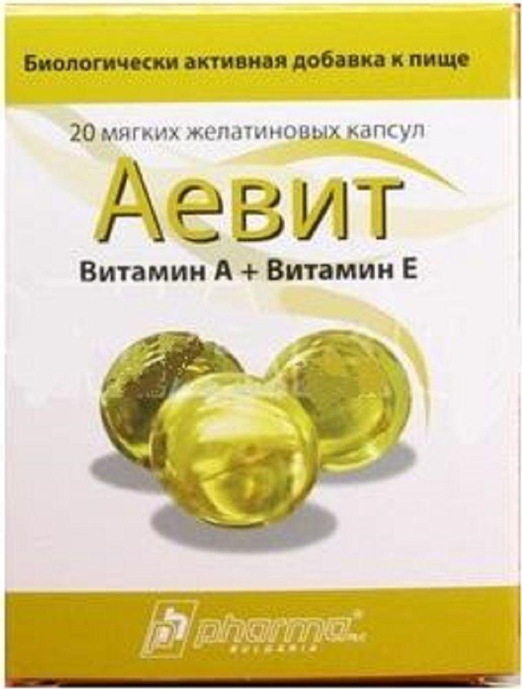 Витаминный комплекс Аевит, 20 желейных капсул221076Комбинированный препарат, действие которого определяется свойствами входящих в его состав жирорастворимых витаминов А и Е.Во избежание развития гипервитаминоза А и Е не следует превышать рекомендуемых доз.При применении препарата следует учитывать большое содержание в нем витамина А (100 тыс.МЕ), а также что он является лечебным, а не профилактическим ЛС.Диета с повышенным содержанием Se и серосодержащих аминокислот снижает потребность в витамине Е. Ретинол (витамин А) является необходимым компонентом для нормальной функции сетчатой оболочки глаза: связываясь с опсином (красным пигментом сетчатой оболочки), образует зрительный пурпур родопсин, необходимый для зрительной адаптации в темноте. Витамин А необходим для роста костей, нормальной репродуктивной функции, эмбрионального развития, для регуляции деления и дифференцировки эпителия (усиливает размножение эпителиальных клеток кожи, омолаживает клеточную популяцию, тормозит процессы кератинизации). Витамин А принимает участие в качестве кофактора в различных биохимических процессах.Функция альфа-токоферола (витамина Е) до конца остается невыясненной. Как антиоксидант, тормозит развитие свободнорадикальных реакций, предупреждает образование перекисей, повреждающих клеточные и субклеточные мембраны, что имеет важное значение для развития организма, нормальной функции нервной и мышечной систем. Совместно с селеном тормозит окисление ненасыщенных жирных кислот (компонент микросомальной системы переноса электронов), предупреждает гемолиз эритроцитов. Является кофактором некоторых ферментных систем. Восстанавливает капиллярное кровообращение, нормализует капиллярную и тканевую проницаемость, повышает устойчивость тканей к гипоксии. Сфера применения: витаминология, макро- и микроэлементы.