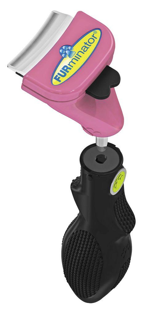 Насадка - фурминатор для маленьких кошек FURminator, с ручкой, длина лезвия 4,5 см137023Насадка - фурминатор для маленьких кошек FURminator - эффективный инструмент для уменьшения линьки, разработанный для кошек весом до 4,5 кг. Благодаря изогнутой форме лезвия, инструмент подходит для кошек с любой длиной шерсти. Лезвие инструмента аккуратно зацепляет и вытаскивает мертвые, слабо прикрепленные волоски подшерстка, не повреждая остевой волос и не царапая кожу. Регулярное вычесывание питомца с помощью инструмента уменьшает количество выпавшей шерсти до 90%. Набор включает насадку против линьки и ручку. Ручка соединяется со всеми насадками линейки FURflex.Рекомендуется исключительно для животных, обладающих подшерстком.