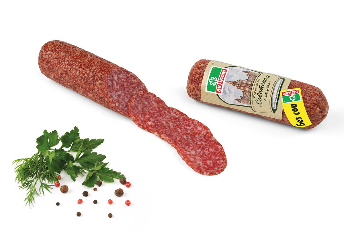 Велком Советская колбаса, сырокопченая, 220 г71429Советская сырокопченая полусухая колбаса производства Велком изготовлена по рецептуре ГОСТ. В состав продукта входит мясо свинины и говядины с добавлением мелкого шпика, коньяка и черного перца. Копчение на натуральных опилках придает Советской сырокопченой колбасе особенный, тонкий вкус и аромат. Отвечает всем стандартам качества мясной продукции. Подходит для повседневного потребления.