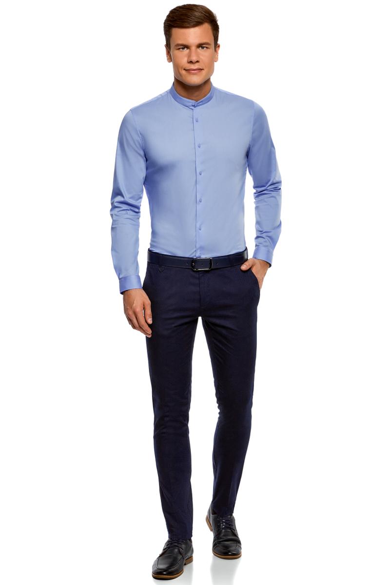 Рубашка мужская oodji Basic, цвет: голубой. 3B140004M/34146N/7000N. Размер 43-182 (54-182)3B140004M/34146N/7000NБазовая рубашка oodji Basic с длинным рукавом. Классический воротничок с острыми углами, манжеты с пуговицами, застежка на пуговицы спереди по всей длине. У рубашки слега приталенный силуэт, ее можно носить заправленной или навыпуск. Оптимальное соотношение хлопка и синтетики: не мнется, прекрасно держит форму и дает коже возможность дышать. В такой рубашке комфортно в течение всего дня. Элегантная рубашка станет основой для делового гардероба. Она хорошо сочетается с прямыми и зауженными брюками. Для создания строгого образа рубашку можно дополнить классическим или спортивным пиджаком, или же в качестве второго слоя выбрать трикотажный кардиган. С этой рубашкой вы можете создать разные деловые луки. Они всегда будут отвечать строгому дресс-коду. Из обуви предпочтение рекомендуется отдавать классическим моделям туфель.