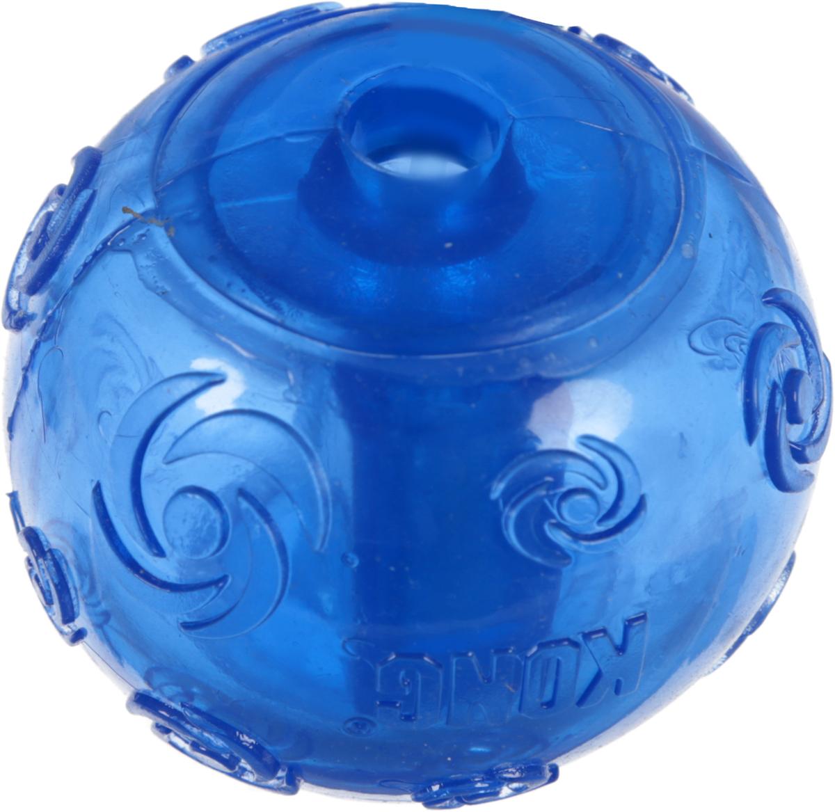 Игрушка для собак Kong Сквиз Мячик, средний, с пищалкой, цвет: синий, диаметр 6 смPSB2_синийИгрушка для собак Kong Сквиз Мячик изготовлена из очень прочной и безопасной резины. Изделие оснащено пищалкой, которая встроена глубоко внутри, поэтому она более безопасна, чем другие пищалки и издает самые забавные звуки. Прекрасно подходит для игр с апортом, способность к непредсказуемым отскокам и пищалка гарантируют целую гамму веселья вам и вашей собаке.