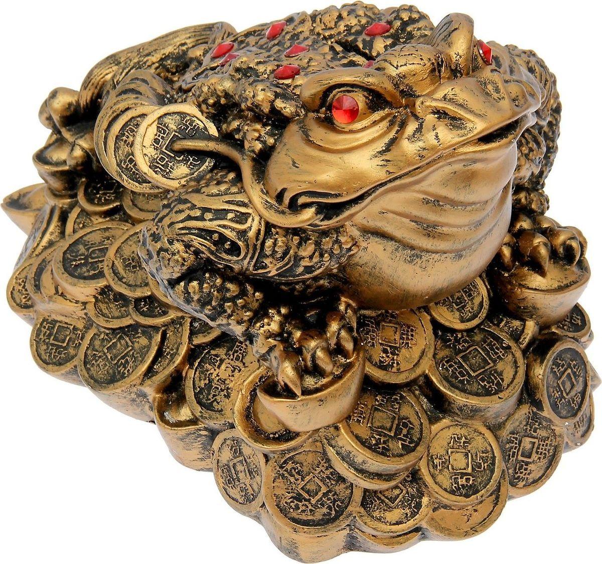 Копилка Premium Gips Денежная жаба, 33 х 23 х 25 см1549705Хотите накопить на свою заветную мечту? С помощью данного изделия вы сможете сделать это без удара по бюджету! Трёхлапая жаба с монеткой во рту является очень сильным денежным талисманом, который приносит богатство, финансовую удачу и процветание. Иногда это животное используют как символ долголетия, потому что некоторые их виды живут до 40 лет. Согласно фэн-шуй копилки с деньгами целесообразно хранить в западной или северо-западной частях помещения. Обращаем ваше внимание, что копилка является одноразовой.