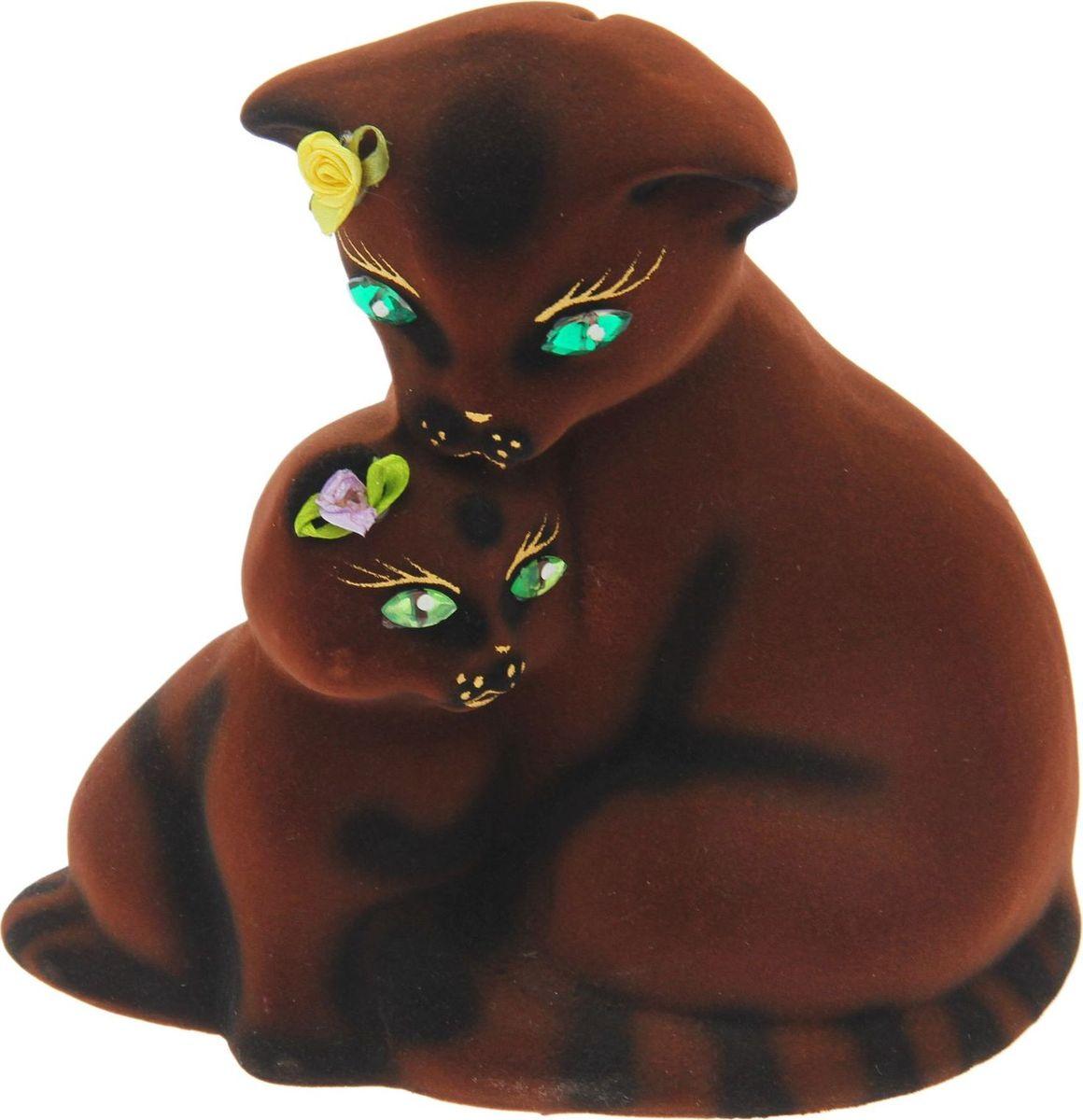 Копилка Керамика ручной работы Кошка с котенком, 7 х 16 х 16 см1557065Копилка — универсальный вариант подарка любому человеку, ведь каждый из нас мечтает о какой-то дорогостоящей вещи и откладывает или собирается откладывать деньги на её приобретение. Вместительная копилка станет прекрасным хранителем сбережений и украшением интерьера. Она выглядит так ярко и эффектно, что проходя мимо, обязательно захочется забросить пару монет. Обращаем ваше внимание, что копилка является одноразовой.