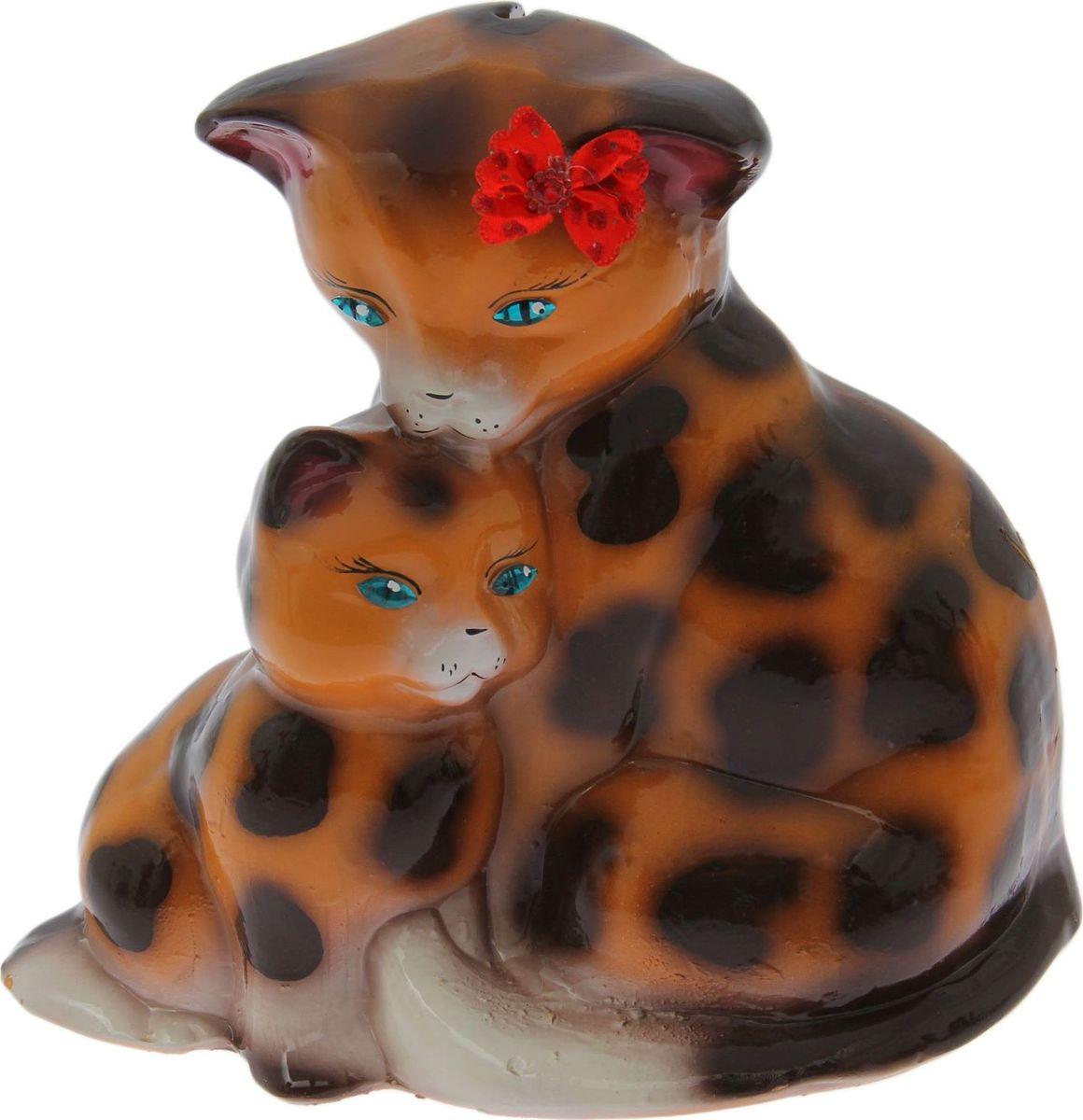 Копилка Керамика ручной работы Кошка с котенком, 14 х 26 х 24 см1588168Копилка — универсальный вариант подарка любому человеку, ведь каждый из нас мечтает о какой-то дорогостоящей вещи и откладывает или собирается откладывать деньги на её приобретение. Вместительная копилка станет прекрасным хранителем сбережений и украшением интерьера. Она выглядит так ярко и эффектно, что проходя мимо, обязательно захочется забросить пару монет. Обращаем ваше внимание, что копилка является одноразовой.