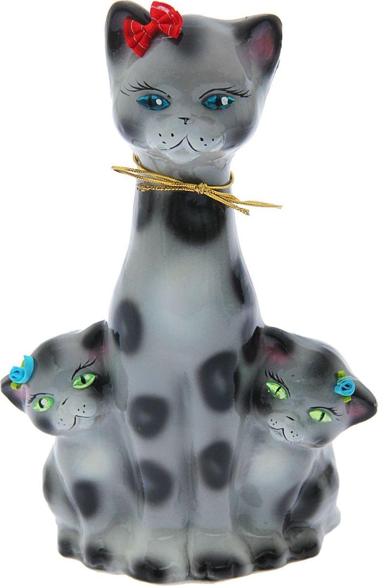Копилка Керамика ручной работы Кошка с котенком, 12 х 18 х 30 см1623393Копилка — универсальный вариант подарка любому человеку, ведь каждый из нас мечтает о какой-то дорогостоящей вещи и откладывает или собирается откладывать деньги на её приобретение. Вместительная копилка станет прекрасным хранителем сбережений и украшением интерьера. Она выглядит так ярко и эффектно, что проходя мимо, обязательно захочется забросить пару монет. Обращаем ваше внимание, что копилка является одноразовой.