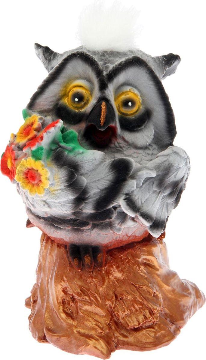 Копилка Premium Gips Сова с цветком, 19 х 17 х 27 см1867419Копилка — универсальный вариант подарка любому человеку, ведь каждый из нас мечтает о какой-то дорогостоящей вещи и откладывает или собирается откладывать деньги на её приобретение. Вместительная копилка станет прекрасным хранителем сбережений и украшением интерьера. Она выглядит так ярко и эффектно, что проходя мимо, обязательно захочется забросить пару монет. Обращаем ваше внимание, что копилка является одноразовой.