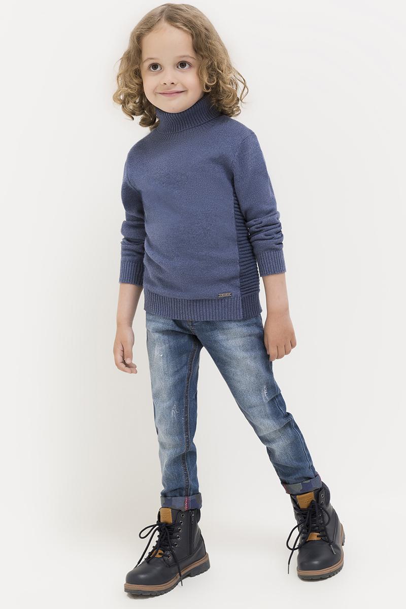 Джинсы для мальчика Acoola Newyork, цвет: синий. 20120160111. Размер 12220120160111Джинсы от Acoola выполнены из эластичного стираного денима, декорированные выбеленным эффектом и принтованной вставкой с бахромой на заднем кармане. Модель с внутренней регулируемой резинкой на талии, пятью карманами, застежкой на молнию и пуговицу.