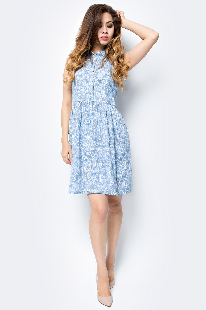 Платье Sela, цвет: голубой джинс. Djsl-137/013-7213. Размер 44Djsl-137/013-7213Стильное джинсовое платье без рукавов Sela выполнено из натурального хлопка и оформлено растительным принтом. Модель приталенного кроя с расклешенной юбкой и отложным воротничком застегивается на пуговицы. Мягкая ткань комфортна и приятна на ощупь. Платье подойдет для прогулок и дружеских встреч и станет отличным дополнением гардероба.