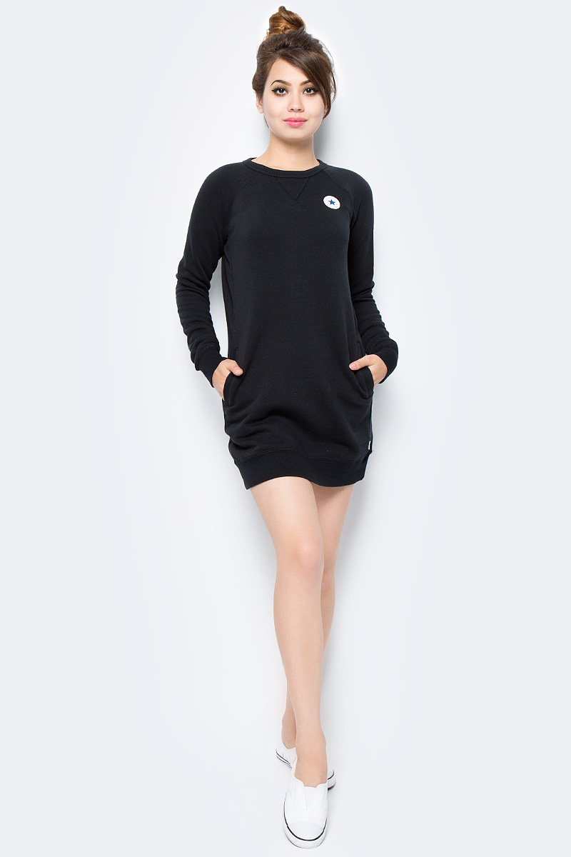 Платье Converse Core Sweatshirt Dress, цвет: черный. 10004545001. Размер S (44)10004545001Трикотажное спортивное платье изготовлено из качественного эластичного материала на основе хлопка. Модель выполнена с круглой горловиной и длинными рукавами. Низ платья и рукава оформлены широкими вязаными резинками.
