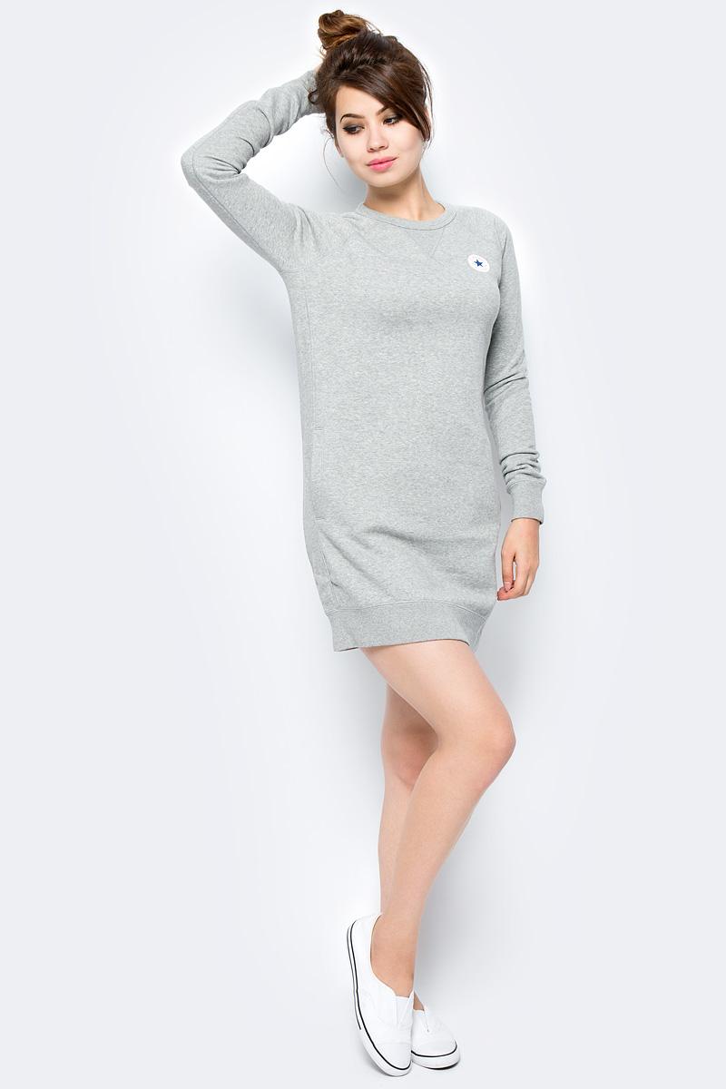 Платье Converse Core Sweatshirt Dress, цвет: серый. 10004545035. Размер S (44)10004545035Трикотажное спортивное платье изготовлено из качественного эластичного материала на основе хлопка. Модель выполнена с круглой горловиной и длинными рукавами. Низ платья и рукава оформлены широкими вязаными резинками.