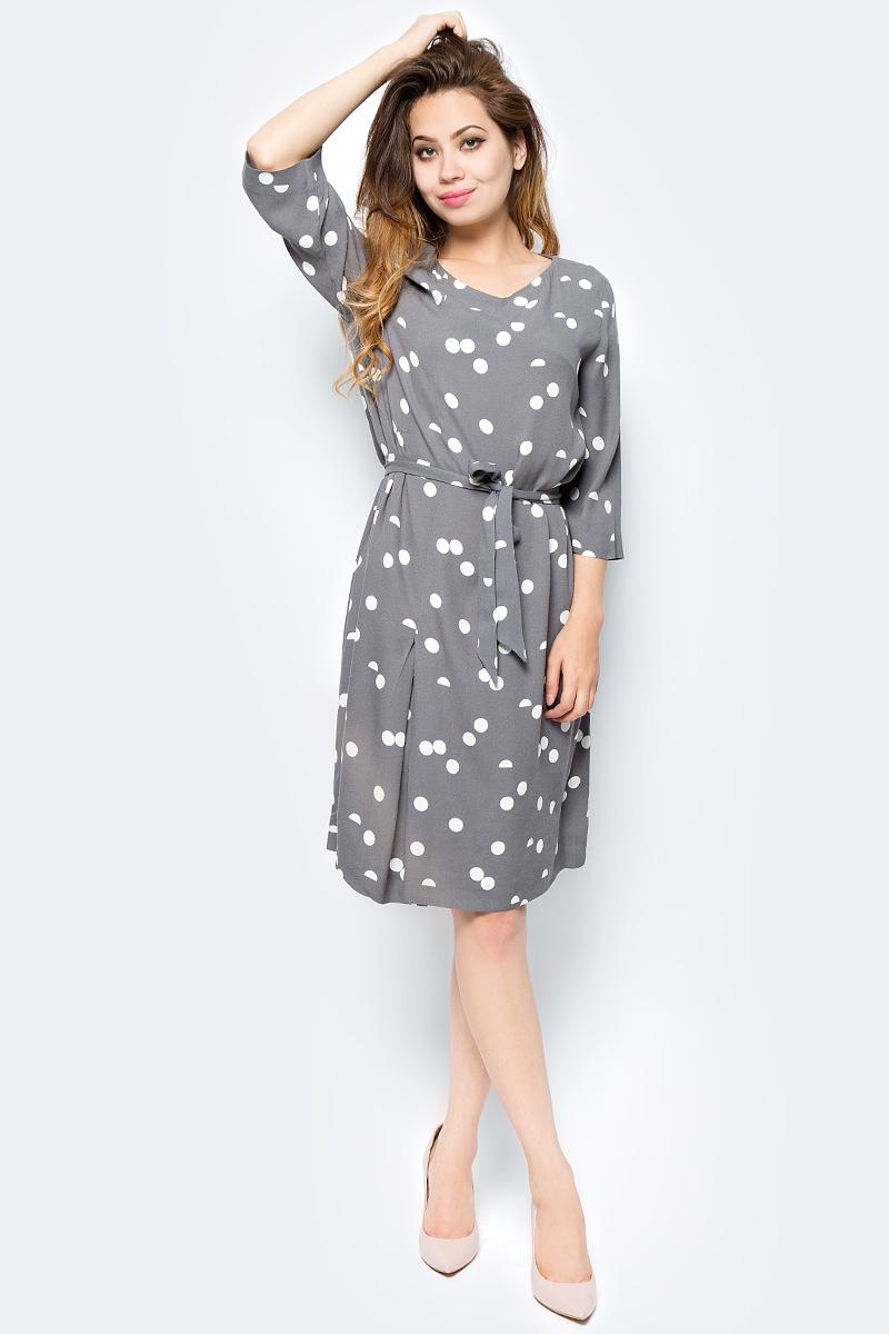 Платье Selected Femme, цвет: серый. 16053623. Размер 34 (40)16053623_Smoked PearlСтильное платье Selected Femme выполнено из 100% вискозы, подкладка из 100% полиэстера. Модель с короткими рукавами и V-образным вырезом горловины. Модель дополнена съемным поясом.