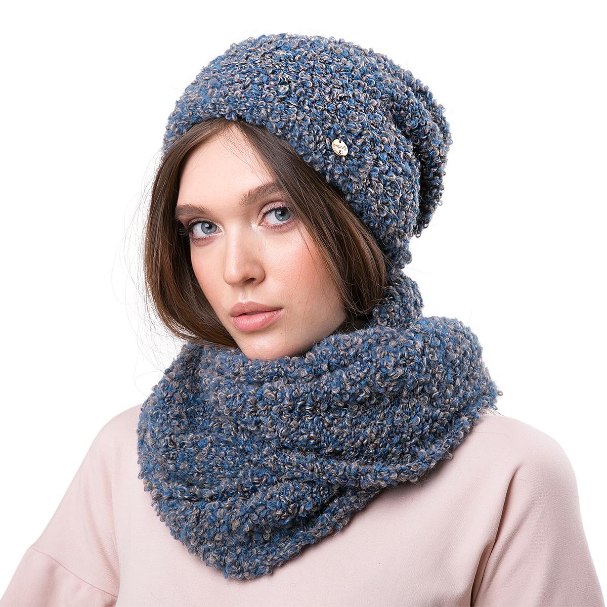 Шапка женская Dispacci, цвет: синий, бежевый. 21210SO. Размер 56/5821210SOСтильная женская шапка-колпак Dispacci, изготовлена из мягкой итальянской пряжи смешанного состава, обладает хорошими дышащими свойствами и хорошо удерживает тепло. Пряжа с эффектом мулине. Очень эффектная вязка. Шапка-колпак средней длины, что позволяет носить ее заложив назад, либо оставить стоять (так называемая шапка лопата). Внутренняя шапка из вспомогательной пряжи, имеет интересную вязку, поэтому гарантированно привлечет внимание окружающих. Даже металлический шильдик итальянского бренда Dispacci малозаметен на фоне этого роскошного головного убора.