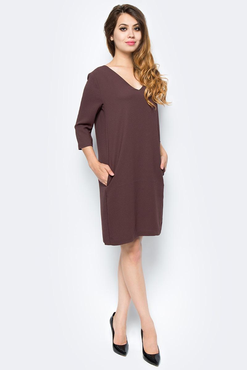 Платье Selected Femme, цвет: темно-коричневый. 16053026. Размер 40 (46)16053026_PuceМодное платье Selected Femme изготовлено из высококачественного полиэстера. Модель-миди прямого кроя с V-образным вырезом горловины и рукавами 3/4 застегивается на застежку-молнию, расположенную на спинке.