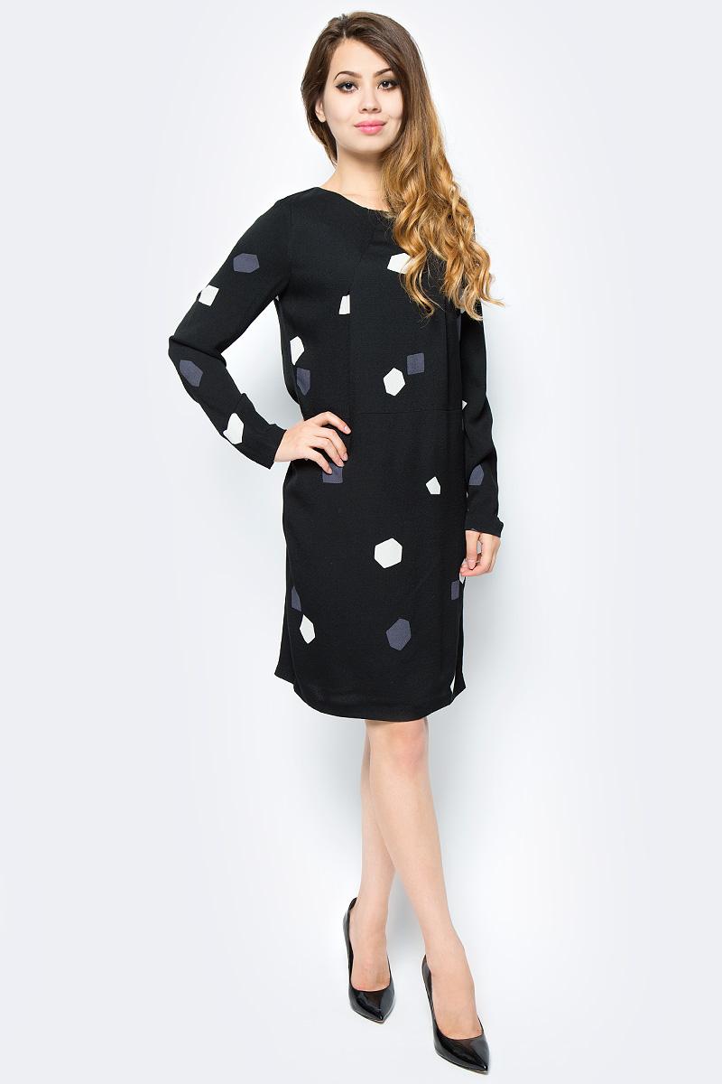 Платье Selected Femme, цвет: черный. 16052939. Размер 40 (46)16052939_BlackаМодное платье Selected Femme изготовлено из вискозы и оформлено оригинальным принтом. Модель-миди с круглым вырезом горловины и длинными рукавами застегивается на застежку-молнию, расположенную на спинке.