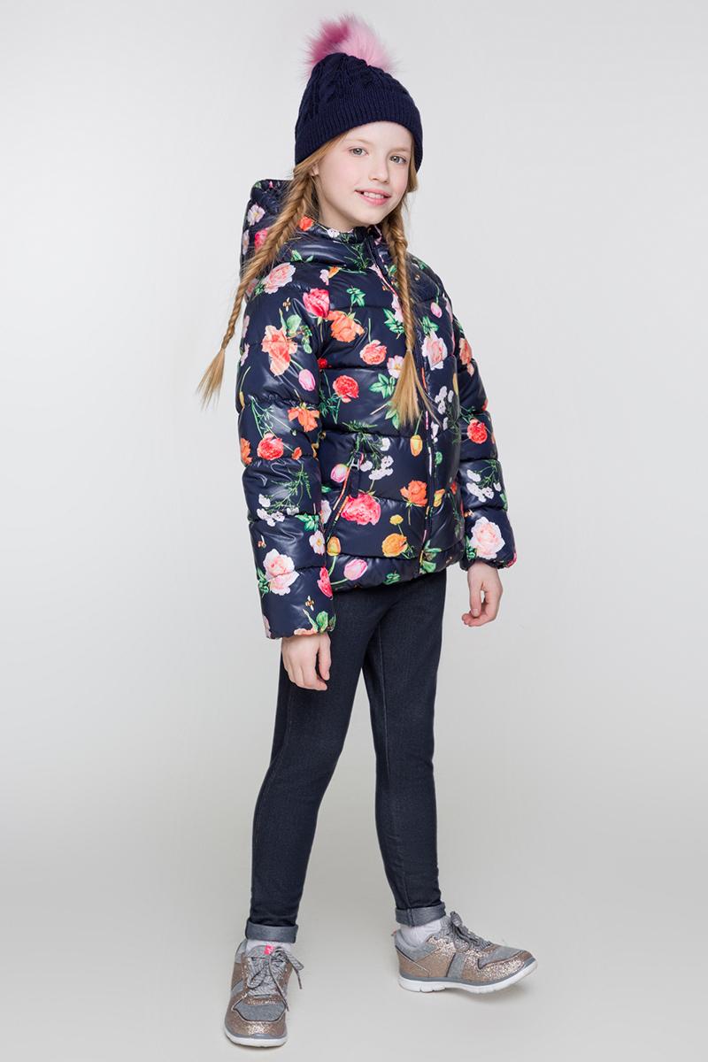 Куртка для девочки Acoola Arani, цвет: темно-синий. 20210130111. Размер 14620210130111/20220130106Стеганая дутая куртка от Acoola на искусственном пуху выполнена из принтованной ткани понжи. Модель с воротником-стойкой, переходящим в капюшон, рукавами-реглан, прорезными карманами на молнии по бокам и застежкой-молнией с защитой подбородка.