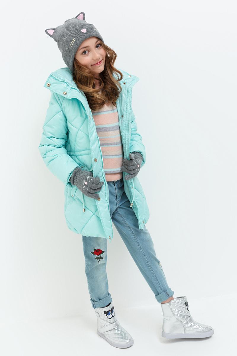 Пальто для девочки Acoola Pictor, цвет: светло-бирюзовый. 20210610023. Размер 14020210610023/20220610017Стеганое пальто от Acoola с утеплителем из искусственного пуха, флисовой подкладкой и отстегивающимся капюшоном. Модель с воротником-стойкой, кулисками на талии, прорезными карманами по бокам, внутренними трикотажными манжетами, застежкой-молнией с защитой подбородка и ветрозащитным клапаном на кнопках.
