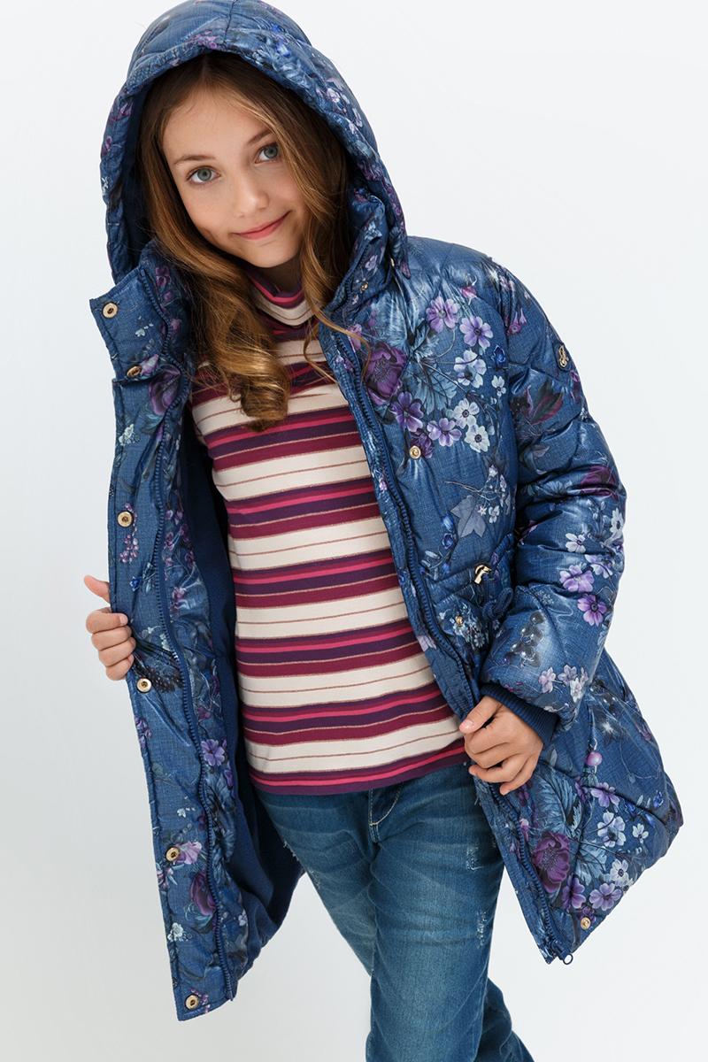 Пальто для девочки Acoola Pictor, цвет: темно-синий. 20220610017. Размер 10420210610023/20220610017Стеганое пальто от Acoola с утеплителем из искусственного пуха, флисовой подкладкой и отстегивающимся капюшоном. Модель с воротником-стойкой, кулисками на талии, прорезными карманами по бокам, внутренними трикотажными манжетами, застежкой-молнией с защитой подбородка и ветрозащитным клапаном на кнопках.