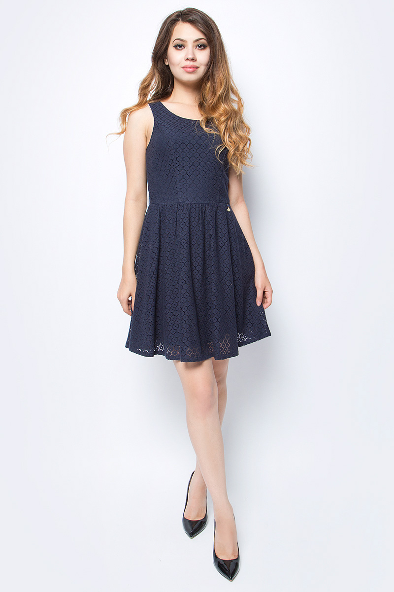 Платье женское Only, цвет: синий. 15114482_Night Sky. Размер 36 (42)15114482_Night SkyСтильное платье Only, выполненное из высококачественного материала, прекрасный вариант для модных женщин, желающих подчеркнуть свою индивидуальность и хороший вкус. Модель без рукавов, с круглым вырезом горловины и открытой спиной сзади застегивается на две пуговице.Красивое и необычное платье сделает вас неотразимой и потрясающей.