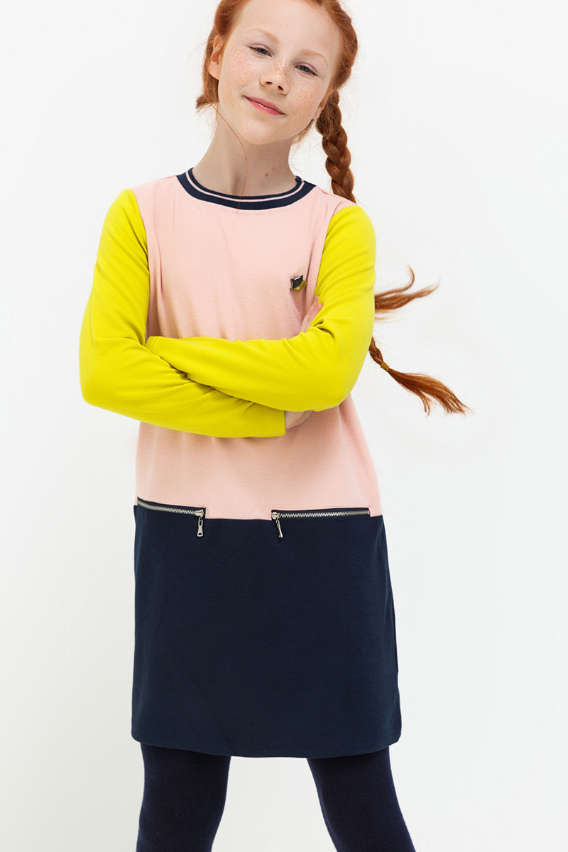 Платье для девочки Acoola Avery2, цвет: розовый, темно-синий, желтый. 20210200177. Размер 15820210200177Платье от Acoola в стиле колор блок выполнено из фактурного трикотажа, декорировано небольшой металлической подвеской в виде енота. Модель свободного силуэта без подкладки, с круглым вырезом горловины, длинными рукавами и прорезными карманами на молнии.