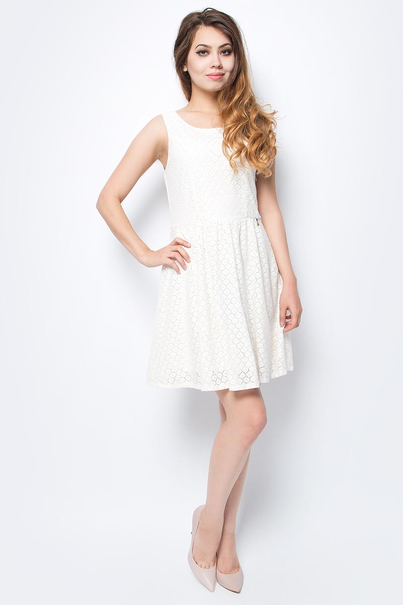 Платье женское Only, цвет: белый. 15114482_Whisper White. Размер 40 (46)15114482_Whisper WhiteСтильное платье Only, выполненное из высококачественного материала, прекрасный вариант для модных женщин, желающих подчеркнуть свою индивидуальность и хороший вкус. Модель без рукавов, с круглым вырезом горловины и открытой спиной сзади застегивается на две пуговице.Красивое и необычное платье сделает вас неотразимой и потрясающей.