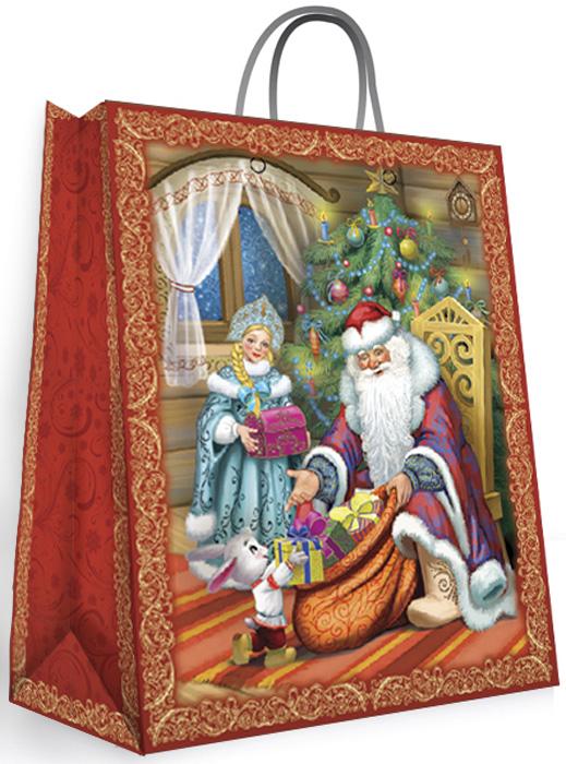 Пакет подарочный Magic Time Дед Мороз и Снегурочка, 18 x 23 x 10 см35123Новогодний подарочный пакет Дед Мороз и Снегурочка XS от Magic Time - это стильный и практичный вариант упаковки подарка к любимому всеми празднику. Авторский дизайн, красочное изображение, тематический рисунок - все слагаемые оригинального оформления подарка. Окружите близких людей вниманием и заботой, вручив презент в нарядном, праздничном оформлении. Пакет с глянцевой ламинацией изготовлен из плотной бумаги. Для удобства переноски имеются две веревочные ручки. Дно укреплено картоном.