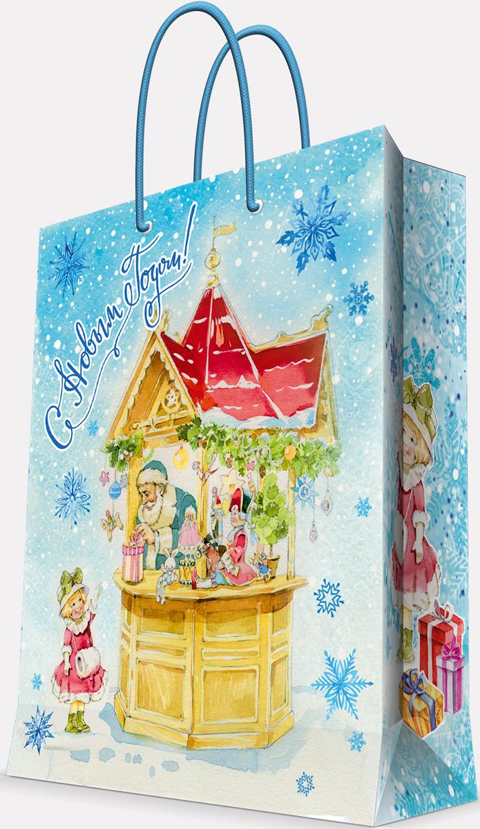 """Новогодний подарочный пакет """"Новогодняя ярмарка"""" от """"Magic Time"""" - это стильный и практичный вариант упаковки подарка к любимому всеми празднику. Авторский дизайн, красочное изображение, тематический рисунок - все слагаемые оригинального оформления подарка. Окружите близких людей вниманием и заботой, вручив презент в нарядном, праздничном оформлении. Пакет с матовой ламинацией изготовлен из плотной бумаги. Для удобства переноски имеются две веревочные ручки. Дно укреплено картоном."""