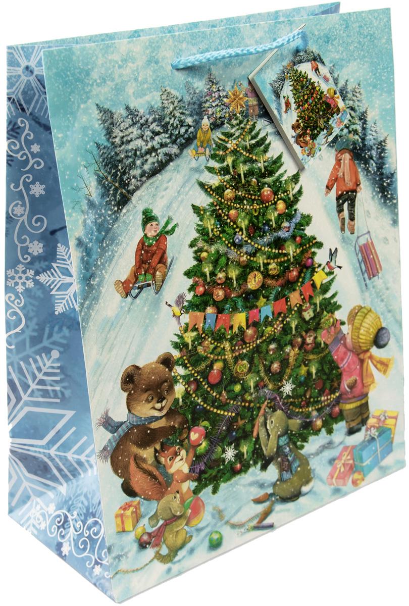 Пакет подарочный Magic Time Новогодние гуляния, цвет: голубой, зеленый, белый, 26 х 32,4 х 12,7 см75327Новогодний подарочный пакет Новогодние гуляния от Magic Time - это стильный и практичный вариант упаковки подарка к любимому всеми празднику. Авторский дизайн, красочное изображение, тематический рисунок - все слагаемые оригинального оформления подарка. Окружите близких людей вниманием и заботой, вручив презент в нарядном, праздничном оформлении. Пакет с матовой ламинацией изготовлен из плотной бумаги. Для удобства переноски имеются две веревочные ручки. Дно укреплено картоном.