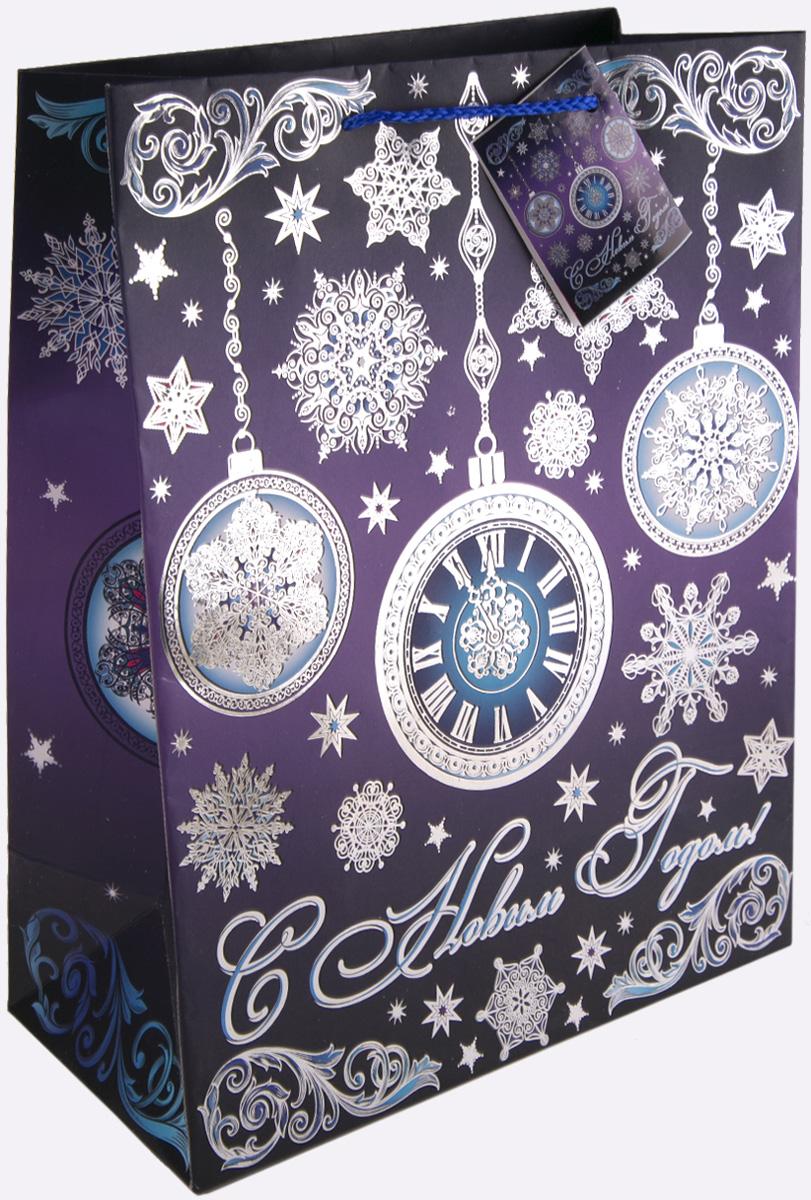 Пакет подарочный Magic Time Часы на фиолетовом, 26 х 32,4 х 12,7 см75367Новогодний подарочный пакет Часы на фиолетовом от Magic Time - это стильный и практичный вариант упаковки подарка к любимому всеми празднику. Авторский дизайн, красочное изображение, тематический рисунок - все слагаемые оригинального оформления подарка. Окружите близких людей вниманием и заботой, вручив презент в нарядном, праздничном оформлении. Пакет с матовой ламинацией изготовлен из плотной бумаги. Для удобства переноски имеются две веревочные ручки. Дно укреплено картоном. Подарочный пакет с тиснением придаст дополнительный запоминающийся эффект от подарка или покупки.