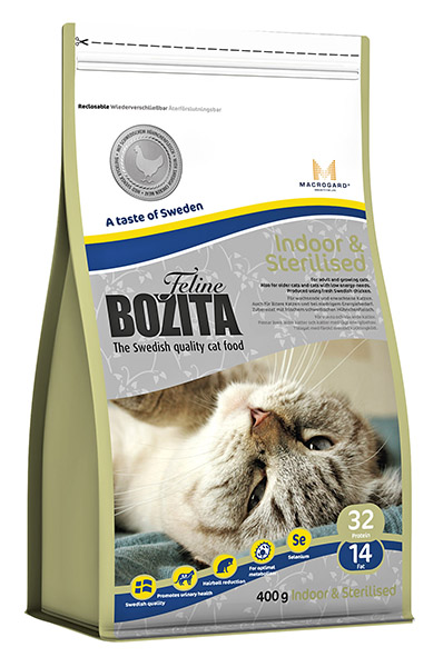Корм сухой Bozita Feline Indoor & Sterilised, для взрослых и пожилых кошек, кастрированных котов и стерилизованных кошек, 400 г41726Корм сухой Bozita Feline Indoor & Sterilised - полнорационное, сбалансированное сухое питание супер премиум класса для взрослых и растущих кошек, ведущих малоподвижный, домашний образ жизни, а также для кастрированных и стерилизованных кошек. Учитывает пониженную потребность в энергии домашних и стерилизованных кошек, поэтому подходит также стареющим кошкам.Питание содержит свежее шведское куриное мясо, отличающееся высокой усвояемостью и отличным вкусом. Повышенное содержание клетчатки в питании способствует улучшению работы кишечника. В состав питания входит L-карнитин - аминокислота, которая осуществляет транспорт жирных кислот, усиливая обмен веществ. Питание сдержит тщательно выверенное соотношение минеральных веществ, безопасное для почек и мочевыводящих путей. Также содержит натуральный иммуностимулятор MacroGard®(1,3/1,6-глюкан), усиливающий собственную иммунную систему кошки. Состав: куриное мясо (сушеное куриное мясо 25%, свежее шведское куриное мясо 4%), мука пшеничная хлебопекарная, кукуруза, сушеная свинина, костный жир, рис, гидролизованное куриное мясо, лигноцеллюлоза(4%), кукурузный глютен, сушеная арктическая рыба, яичный порошок, дрожжи (1.3/1.6-глюкан, 0,05%), сушеный свекловичный жом, минеральные вещества. Добавки (на кг): пищевые добавки: витамин А 10000 МЕ, витамин D3 1000 МЕ, витамин Е (рацемический токоферола ацетат) 60 мг, L-карнитин 50 мг, таурин 800 мг, DL-метионин 2000 мг, сульфат меди-(II), пентагидрат 40 мг, марганца (II) оксид/марганца (III) оксид 11,6 мг, сульфат цинка, моногидрат 197 мг, йодат кальция, безводный 5 мг, селенит натрия 6,6 мг. Технические добавки: антиоксиданты. Высокоэнергетические компоненты защищены антиоксидантами, сертифицированными ЕС. Анализ: белок 32%, жир 14%, сырая клетчатка 3,7%, сырая зола (минеральные вещества) 7 % (кальций 1,1%, фосфор 0,9%, магний 0,09%), влага 10%. Энергетич