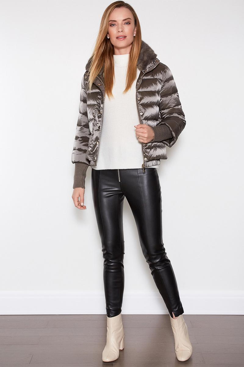 Куртка женская Concept Club Rio, цвет: серый. 10200130116. Размер S (44)10200130116Стильная женская куртка Concept Club, выполненная из полиамида, отлично подойдет для прохладной погоды. Модель с воротником-стойкой и длинными рукавами спереди застегивается на застежку-молнию и ветрозащитный клапан с кнопками. По воротнику изделие дополнено мехом. Изделие дополнено двумя прорезными карманами на застежках - молниях. Низ рукавов дополнен широкими вязаными манжетами.